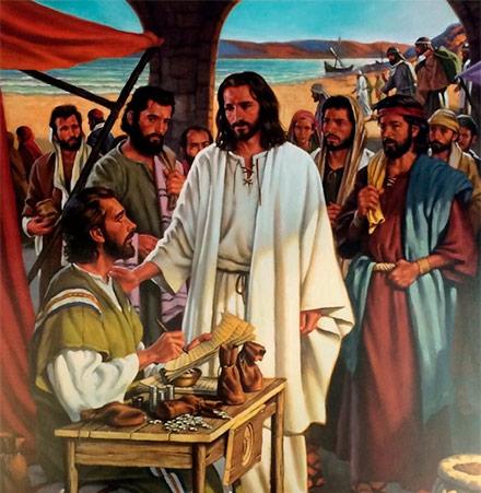 Resultado de imagen de Al pasar, vio a Leví, el de Alfeo, sentado en el despacho de impuestos, y le dice: 'Sígueme'. Él se levantó y le siguió.